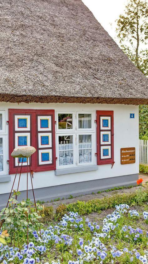 Reetdachhaus auf der Halbinsel in Zingst an der Ostsee