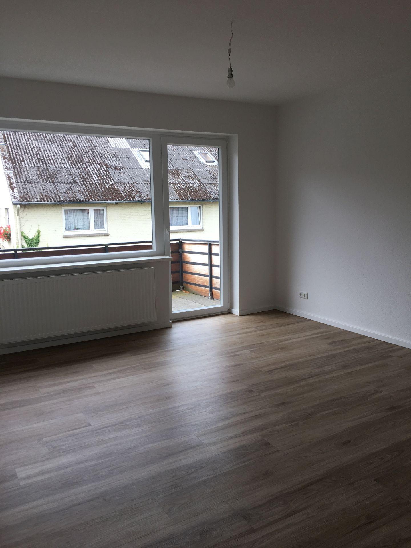 3 Zimmer Wohnung Mit Balkon In Hamburg Bramfeld Am Trittauer Amtsweg Von Der Hausverwaltung Immobilienmakler Axel S Wohnung 3 Zimmer Wohnung Immobilienmakler