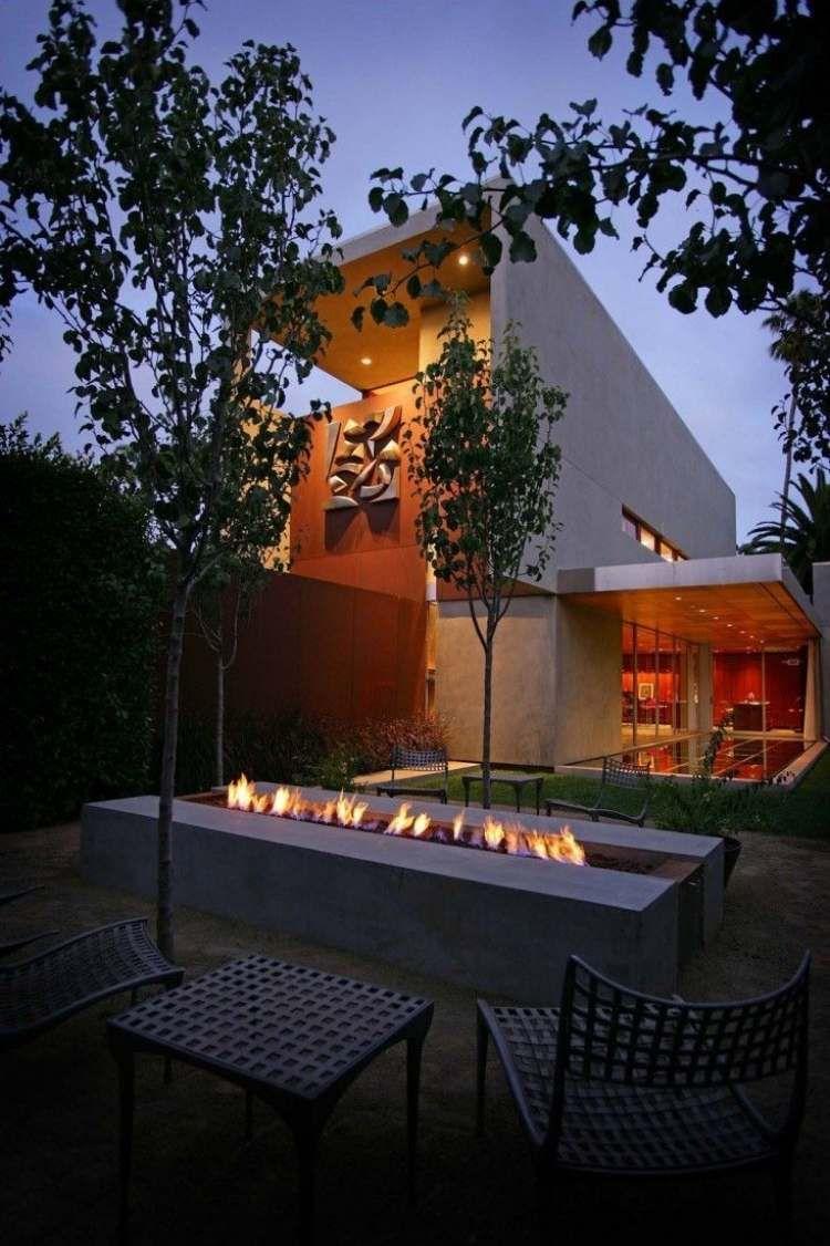 moderne Architektur und Gartengestaltung mit Outdoor Feuerstelle ...