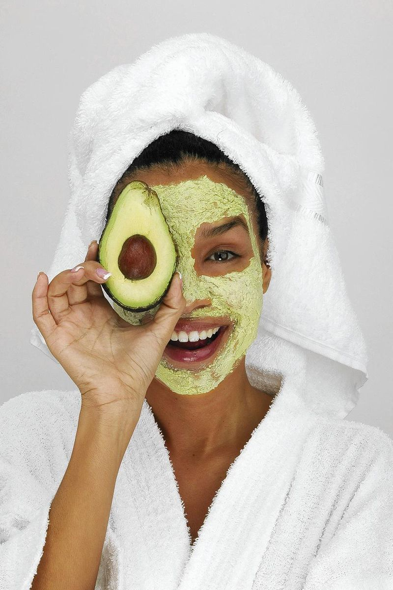 12 Mascarillas caseras para consentir tu piel con
