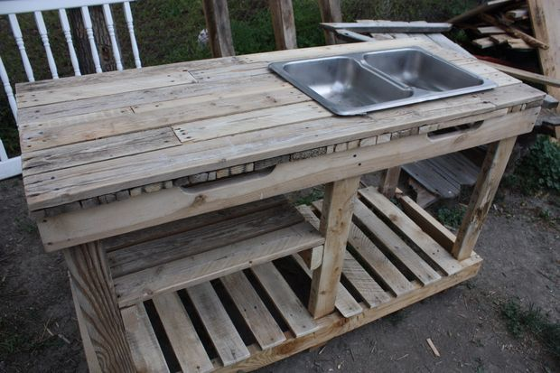 Garden Wash Basin Out Of Pallets Outdoor Kitchen Sink Outdoor Kitchen Countertops Outdoor Kitchen