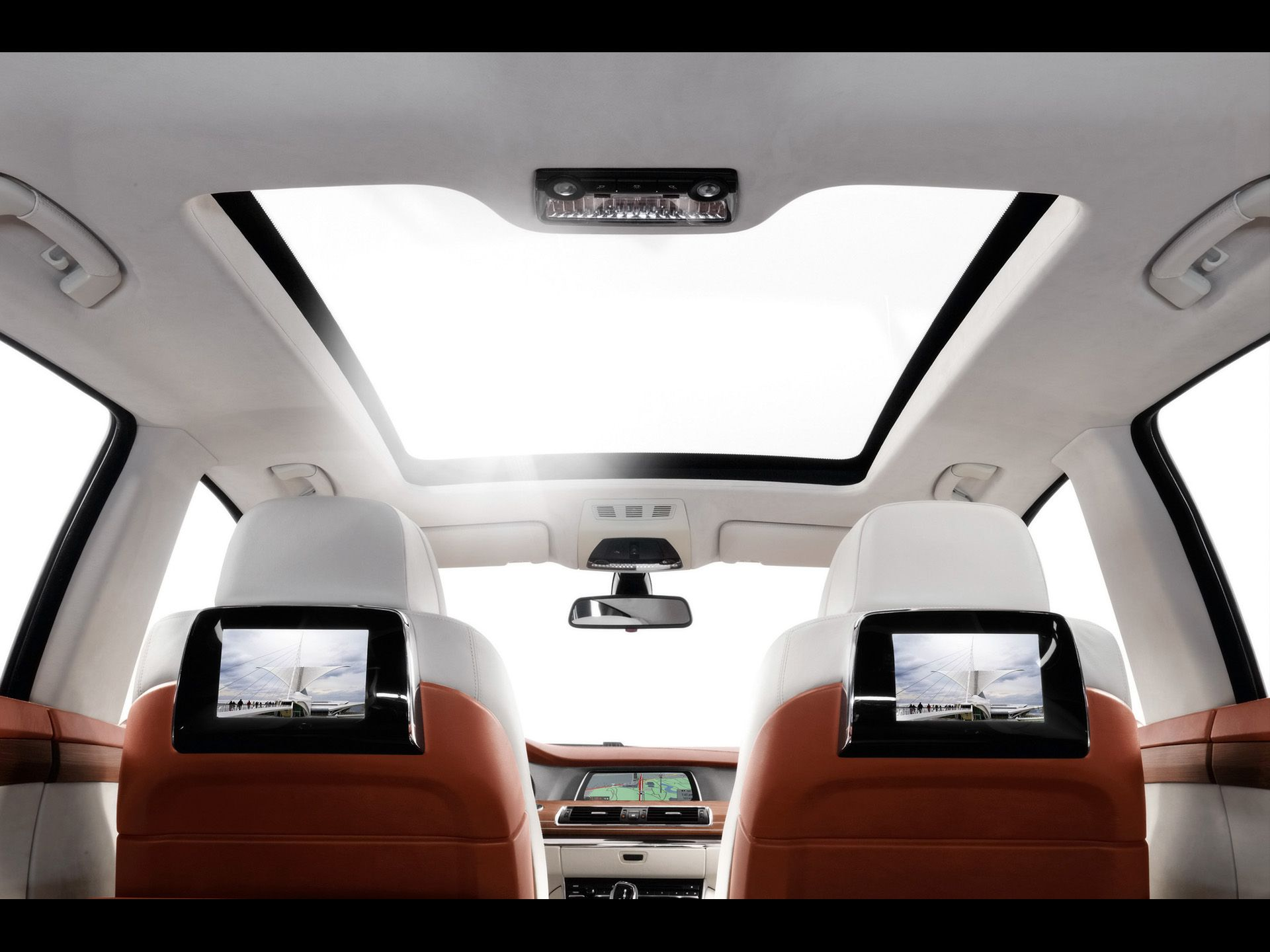 2016 Bmw 7 Series Will Get Leather Engine Cover And Panorama Glass Roof Sky Lounge Bmw Concept Bmw 7 Series Glass Roof