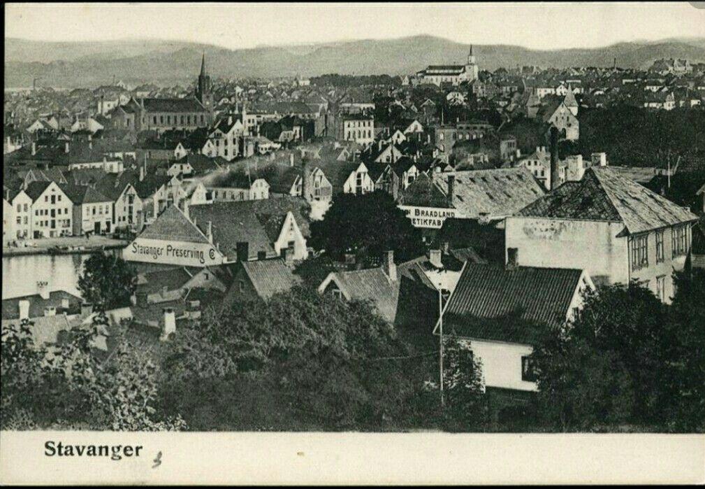 Rogaland fylke Stavanger utsikt over byen tidlig 1900-tall med Stavanger Preserving og Braadland Hermetikkfabrikk reklame på vegger.