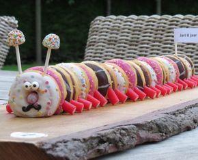 Gemakkelijk te maken Rups van Donuts en Snoep  Gemakkelijk te maken Rups van Donuts en Snoep