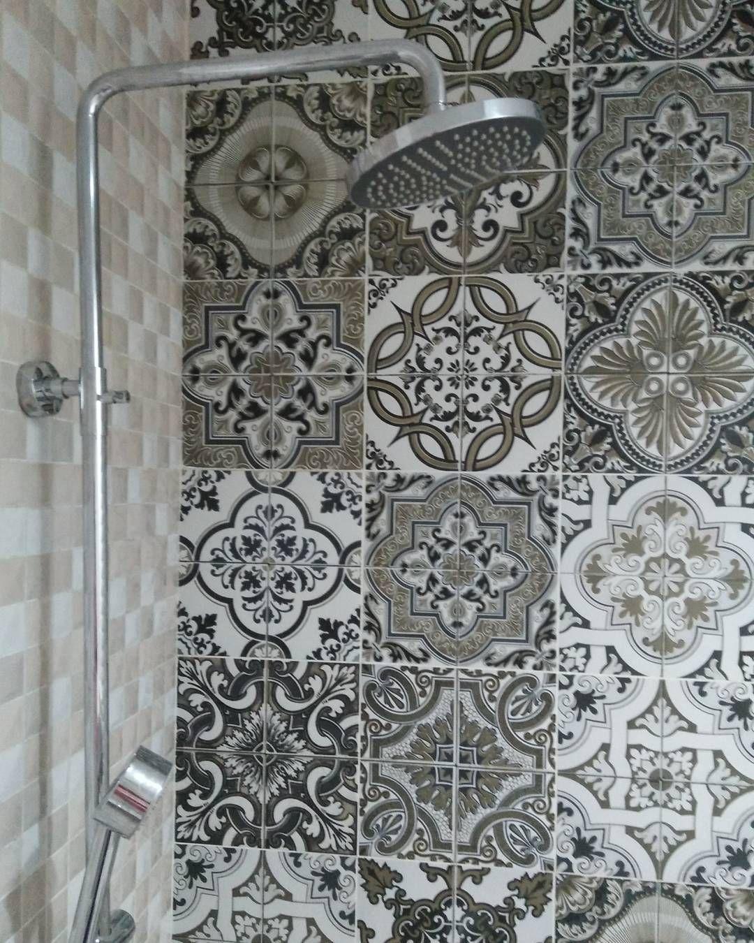 Motif Keramik Dinding Kamar Mandi  Kamar Mandi di 2019  Kamar mandi Desain dan Minimalis