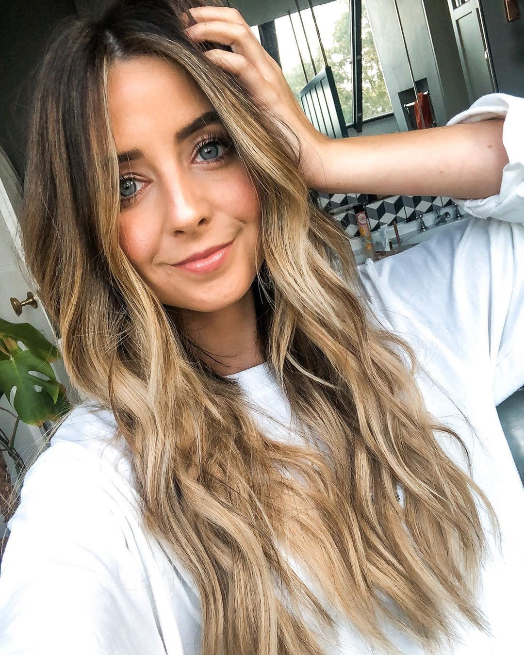 Zoe Sugg On Instagram So We Did A Thing Decided To Try Long Hair Again For A Bit I Am Obsessed Thanks Sama In 2020 Zoella Hair Hair Styles