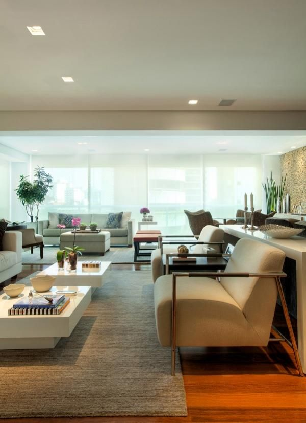 Projeto de reforma e interiores de um apartamento de 180 m2 em Moema, São Paulo. Decoração contemporânea e acolhedora em ambientes integrados.