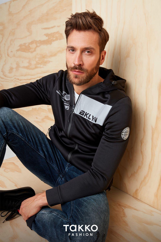 Casual Look für Herren   Sweatjacke in Schwarz mit lässiger Jeans ...