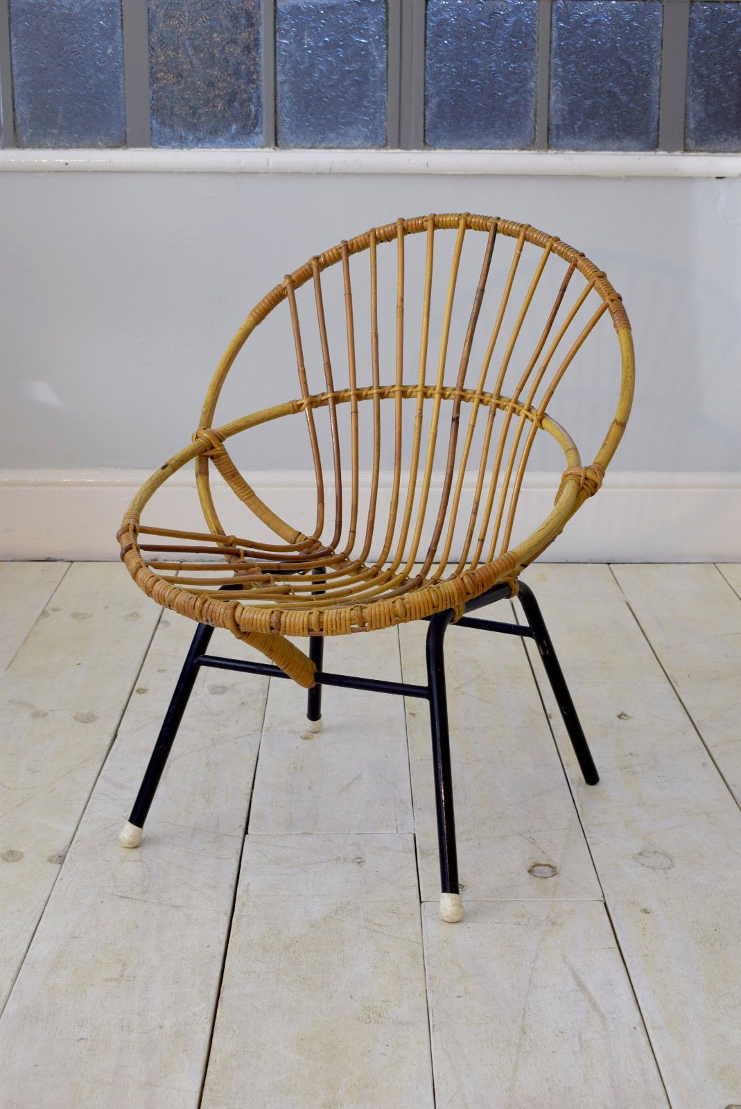 A Stylish Mid Century Wicker Chair With Round Circular Design