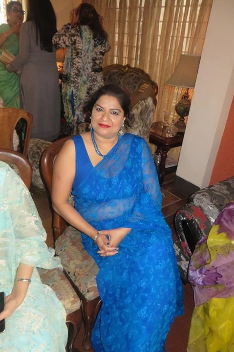 Pin By Jhon Walter On Indian Aunties  Beautiful Dresses, How To Look Better, Sexy-4625