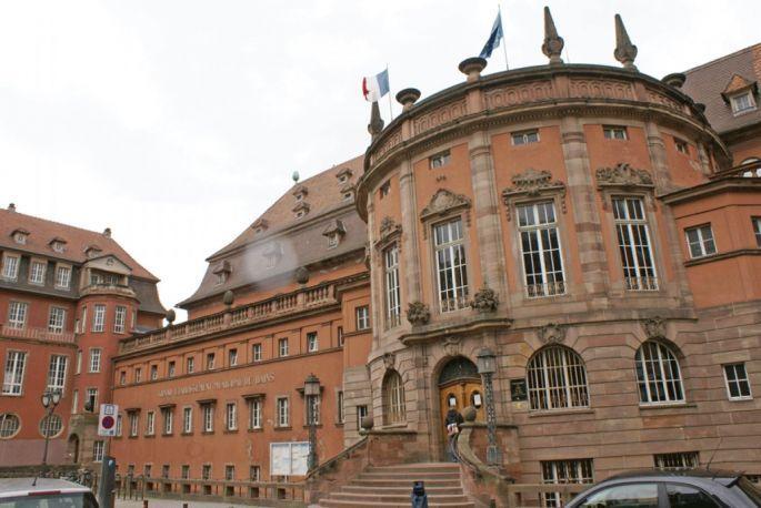 Les Bains Municipaux De Strasbourg Sont Situes Boulevard De La