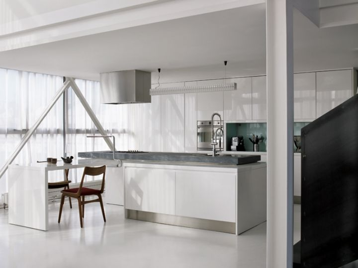 Disegnata da Monika Unger la cucina con piano di lavoro in pietra ...