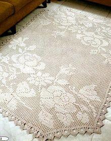 Bellissimo il  tappeto realizzato a filet con grandi rose.   Per le spiegazioni:  Clicca sulle immagini e salvale. Poi aprile con il prog...