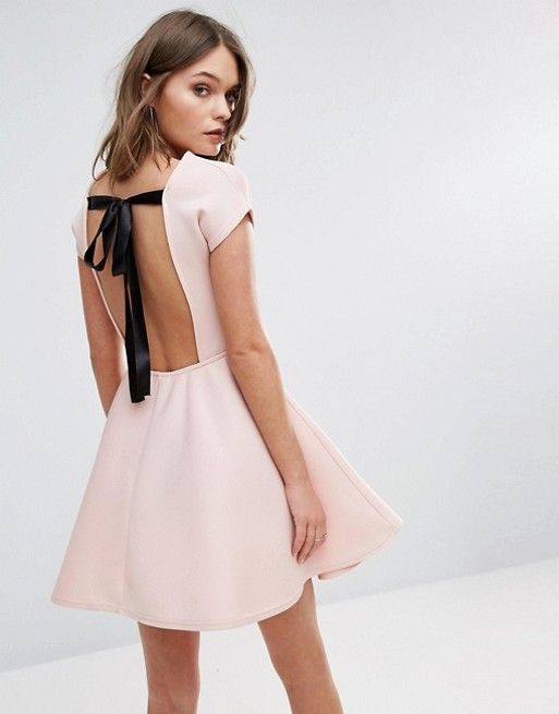 Boohoo – Mini-Skaterkleid mit Schleife auf dem Rücken | Kleider