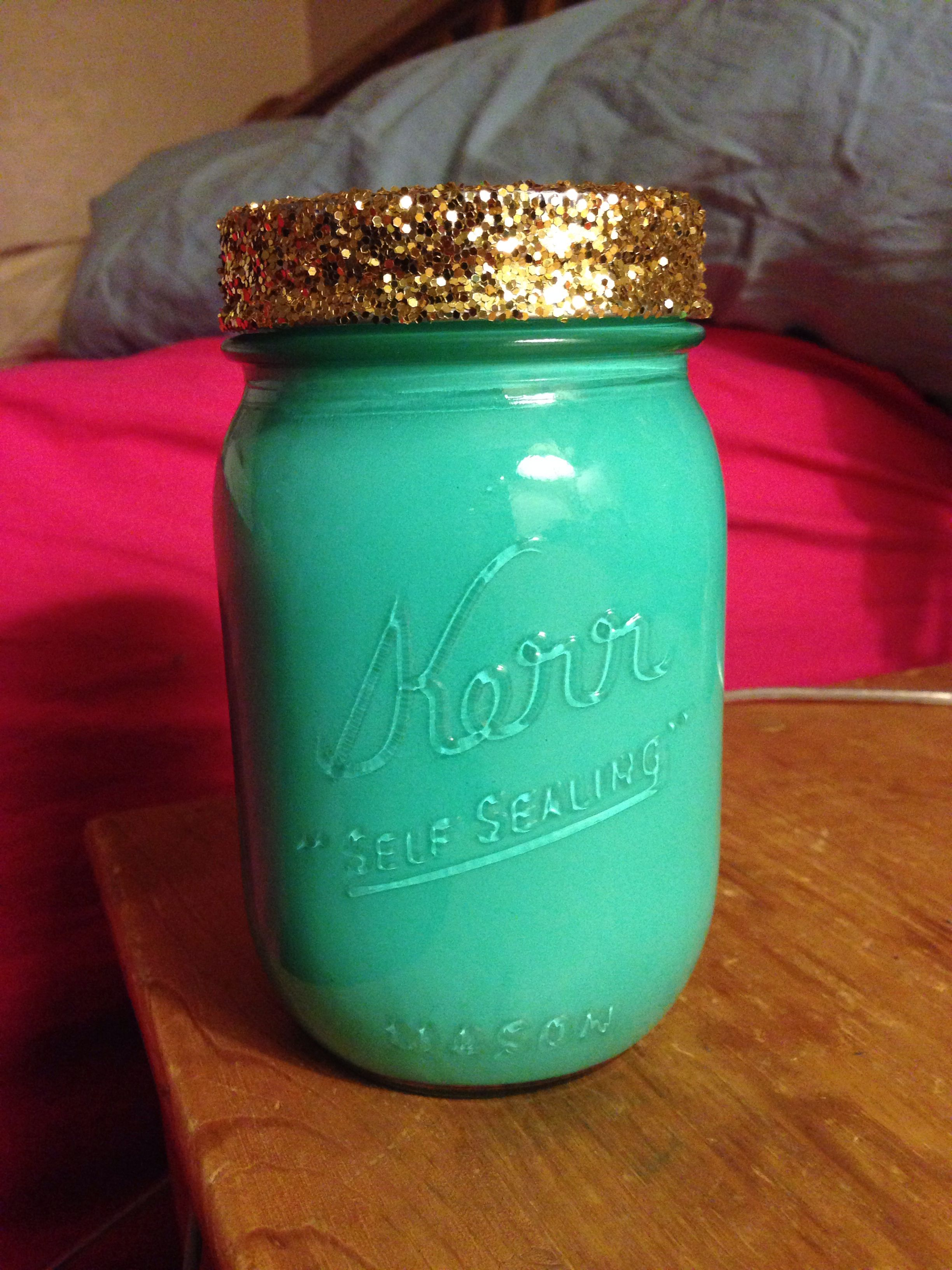 DIY mason jar makeup brush holder. Crafts Mason jar
