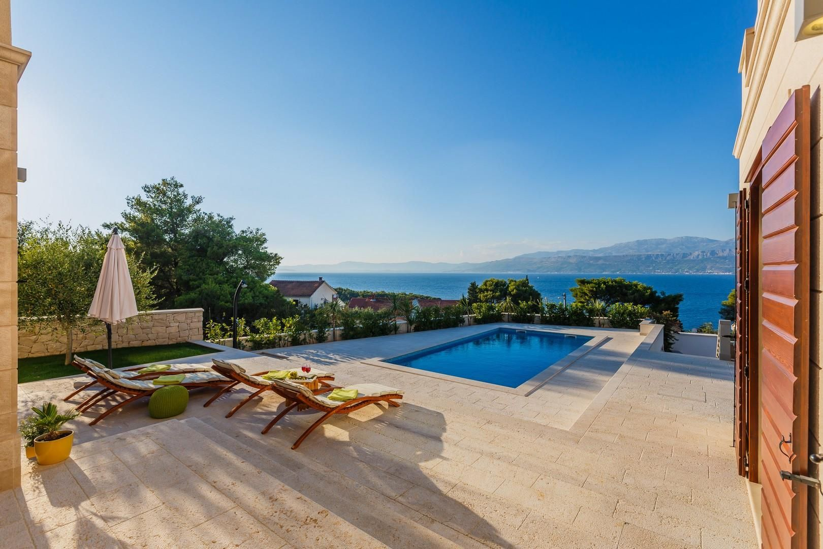 Luxury Sea View Stone Brac Villa with Pool and Jacuzzi
