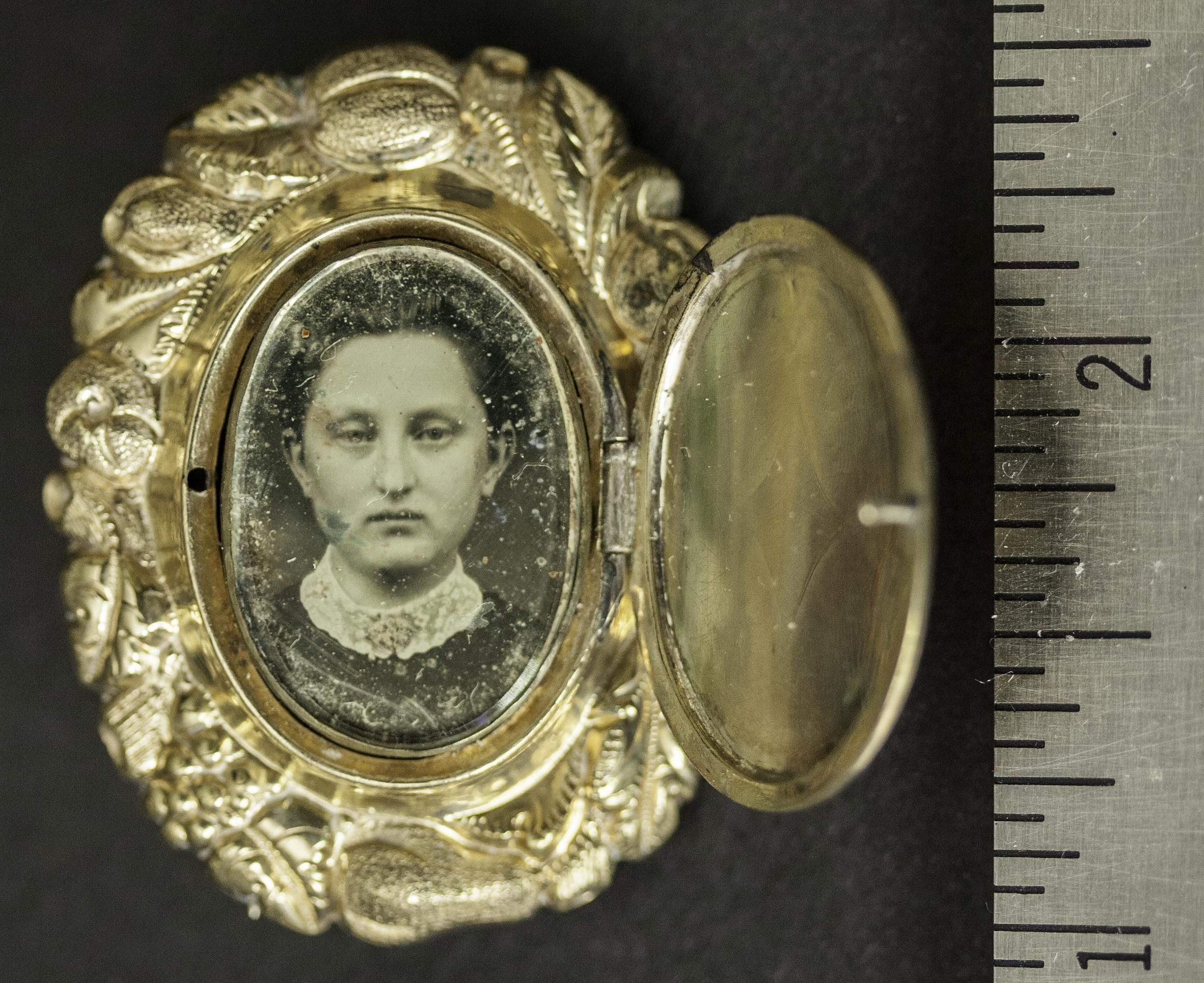 All sizes | Daguerreotype Jewelry 1850s | Flickr - Photo Sharing!