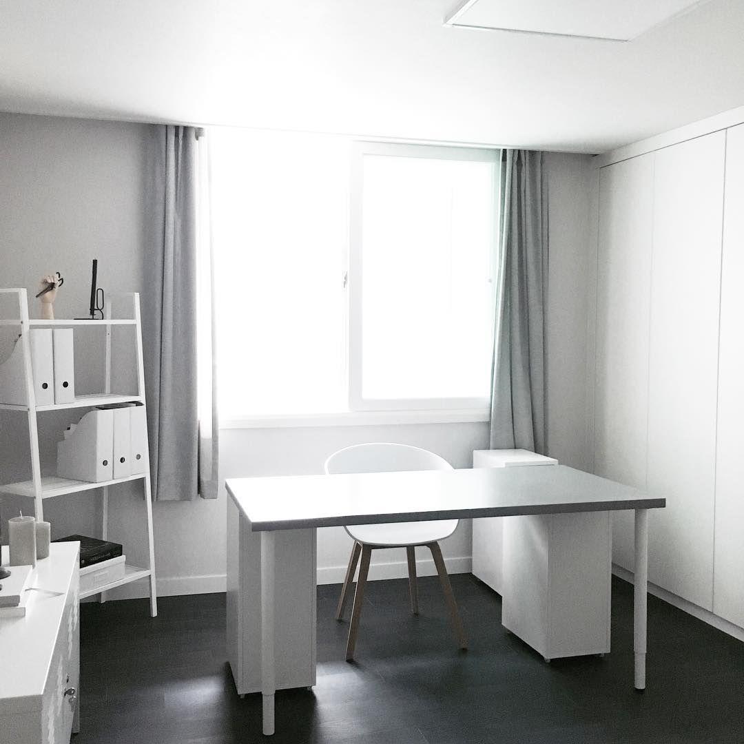 Ikea 'Lerberg' shelf in total white office @helloslohi