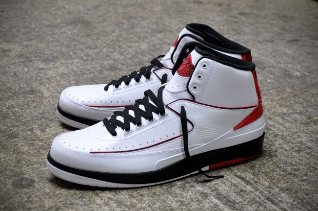Air Jordan 2 Retro White Varsity Red Varsity Roya shoes