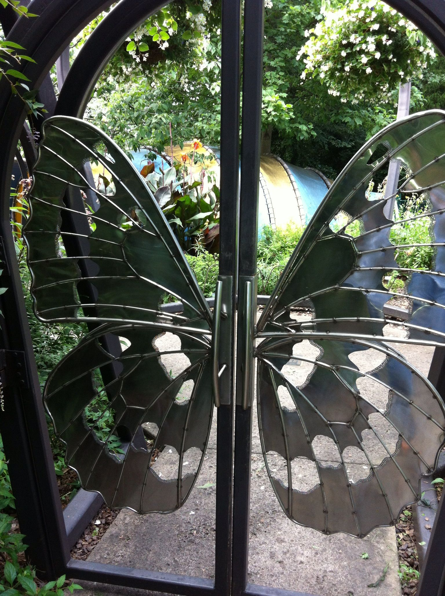 Butterfly gate. | Metal garden benches, Unique house ...
