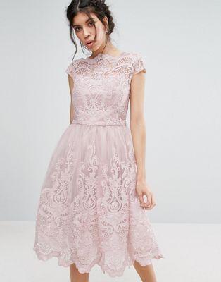 604f075db62 Chi Chi London Premium Lace Midi Prom Dress with Bardot Neck Rosa Prom  Klänningar, Rosa