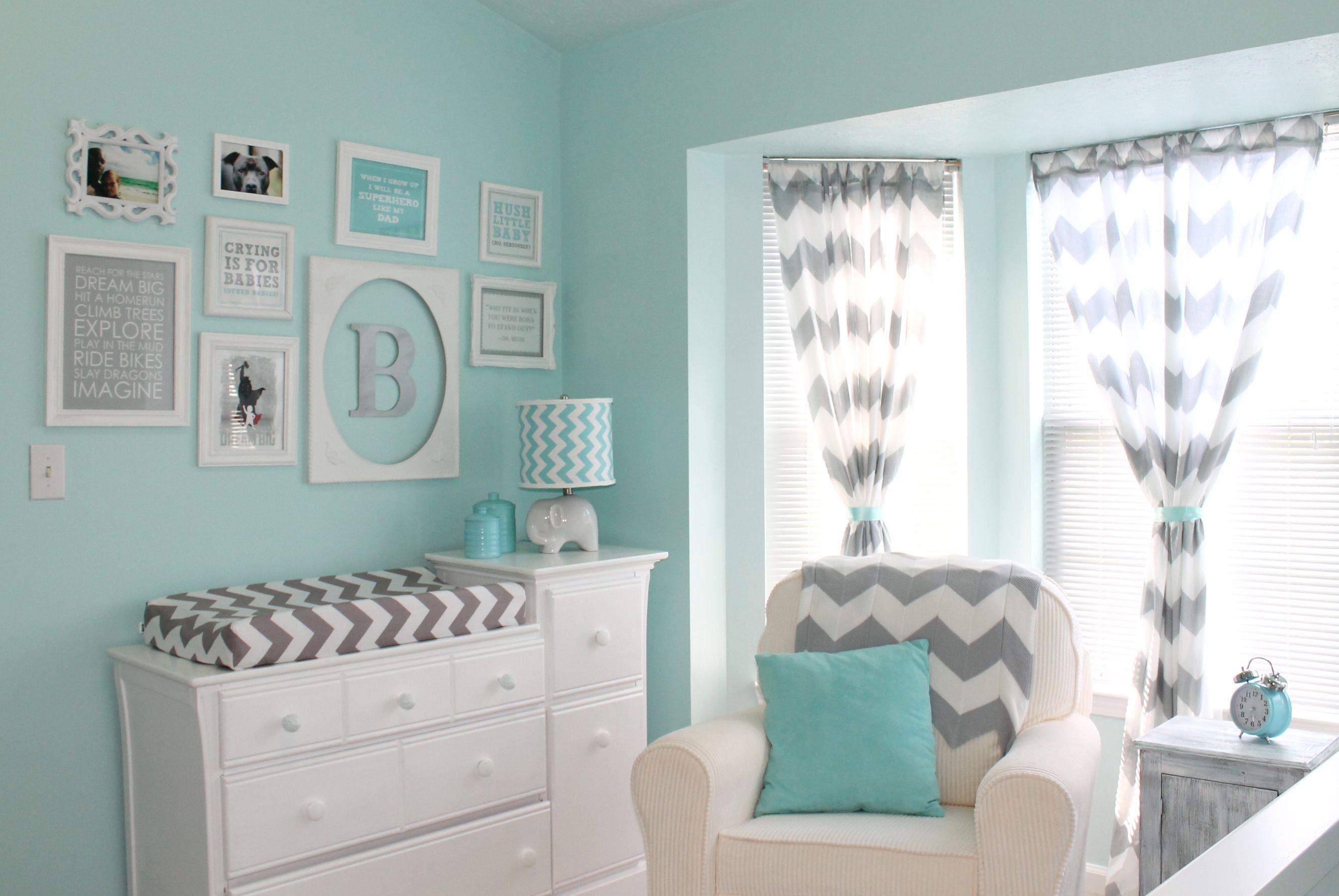 Aqua and Gray Chevron Nursery   Decoración de habitaciones, Cuarto ...
