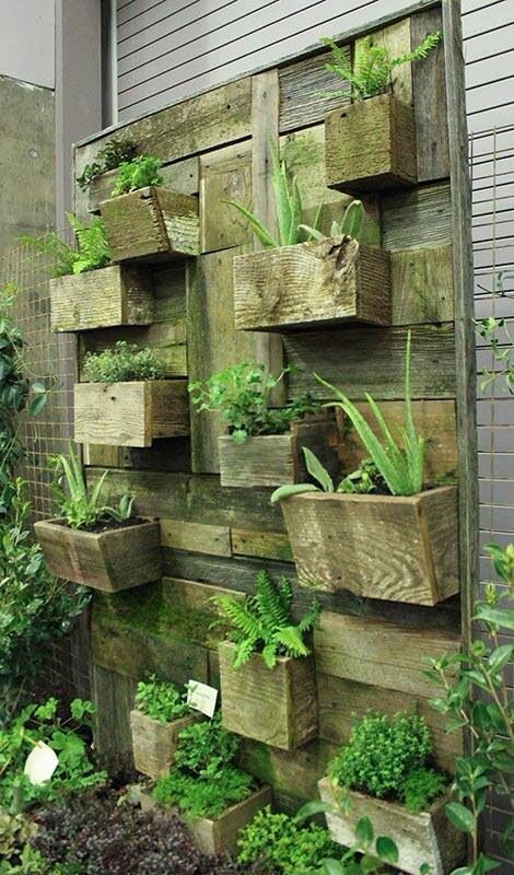 Pallet outdoor wall planters