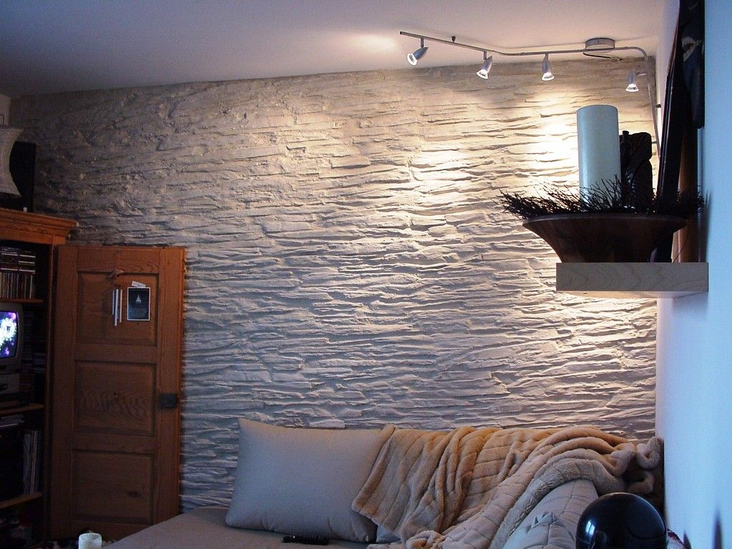 Stonewand In Living Room With Slate Stone In Creme