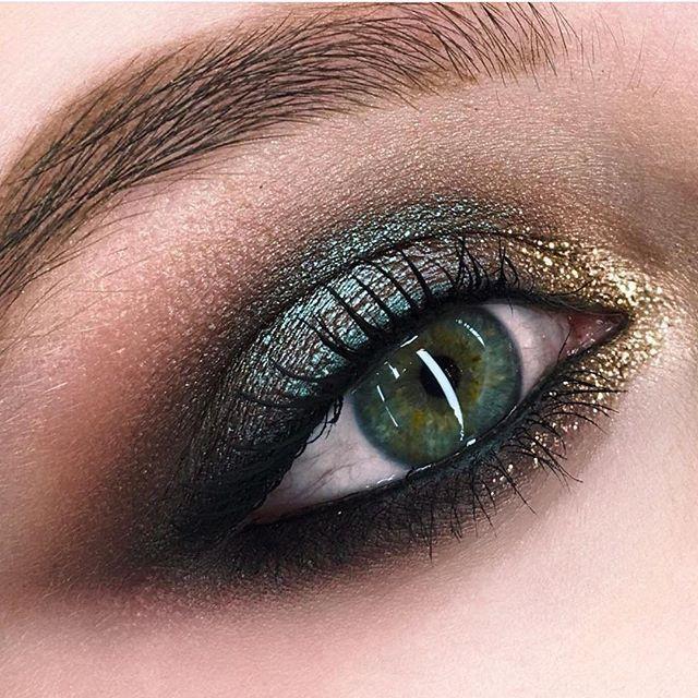 Ocean hue shimmery eyeshadow Mac cosmetics