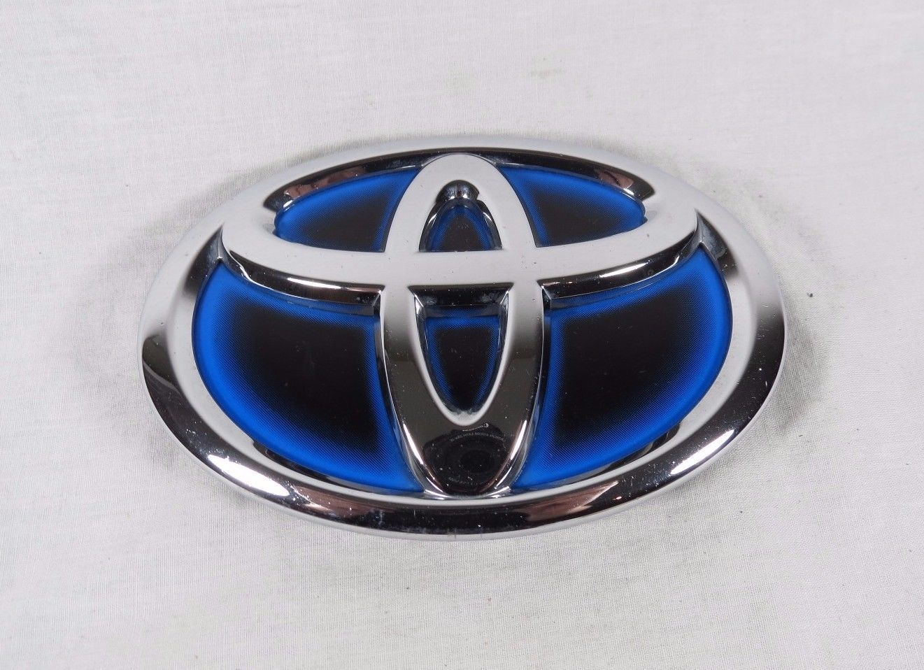 Cool great toyota hybrid grille emblem prius camry genuine oem grill badge sign symbol logo 2017 2018