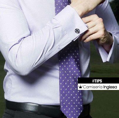 14b783c83 Los accesorios se han puesto muy de moda también en los hombres, así que no  olvides combinar unos buenos zapatos con cinturones, mancornas y corbatas.