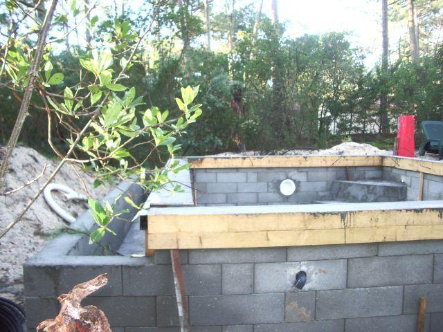 L\u0027arrase des murs de la piscine à débordement Travaux piscine