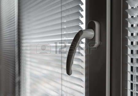 47546775-white-venetian-blinds-selective-focus-on-the-window-handle.jpg 450×313 pixels