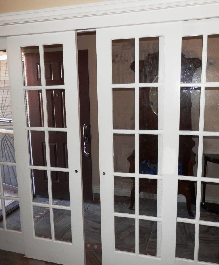 Porta De Correr Quatro Folhas Com Visores De Vidro