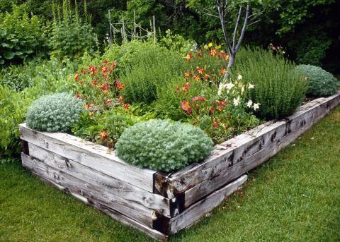 hochbeet, ziergarten, holz, vintage   garden*permaculture, Gartenarbeit ideen