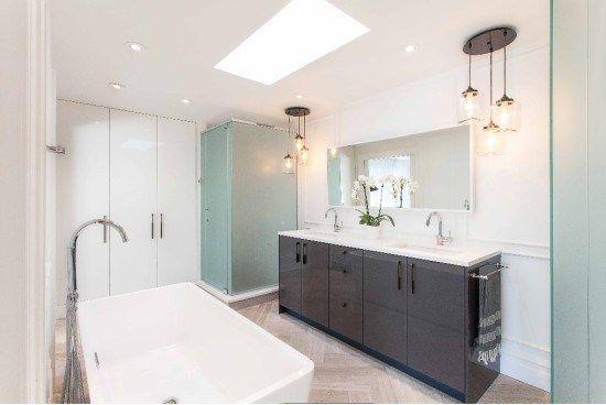 Un bagno tutto nuovo con i mobili da cucina Ikea! | • IKEA HACKS ...