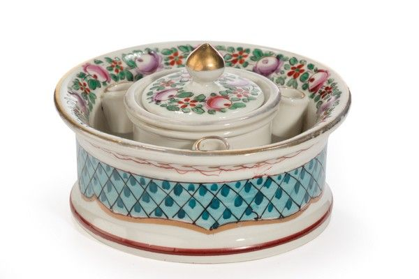 OnlineGalleries.com - Early 20th Century Continental Porcelain Inkwell