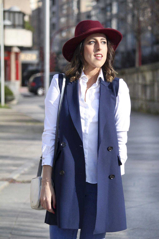 Como combinar chaleco  bolso  dayaday  chaleco  azul  bershka  moda  look   siemprehayalgoqueponerse  sombrero  ala  camisa  blanca  fashion  moda 38427e3ea95