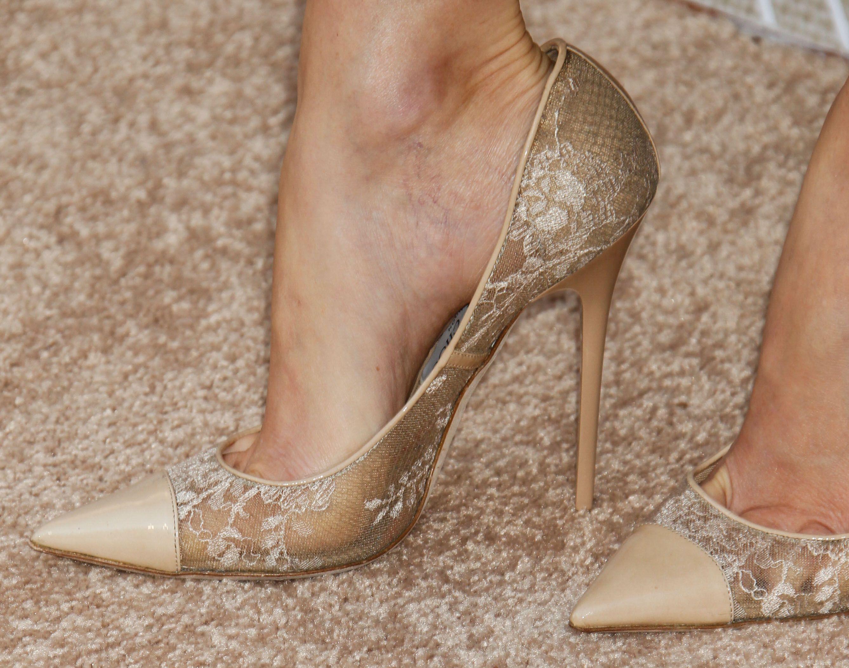 Pics Wikifeet Com Elizabeth Banks Feet 1740199 Jpg Elizabeth Banks Nice Shoes Heels