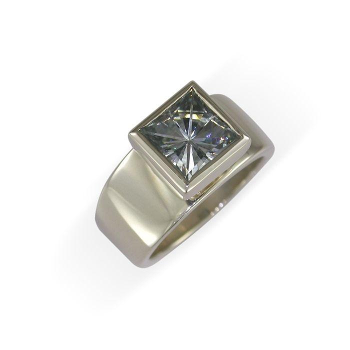 14ct White Gold & Moissanite Ring