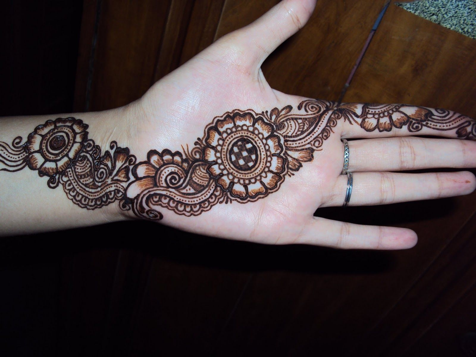 Simple and Beautiful Mehndi Designs | Simple Mehndi Designs by ... for Latest Simple Mehndi Designs For Hands 2012 Images  570bof