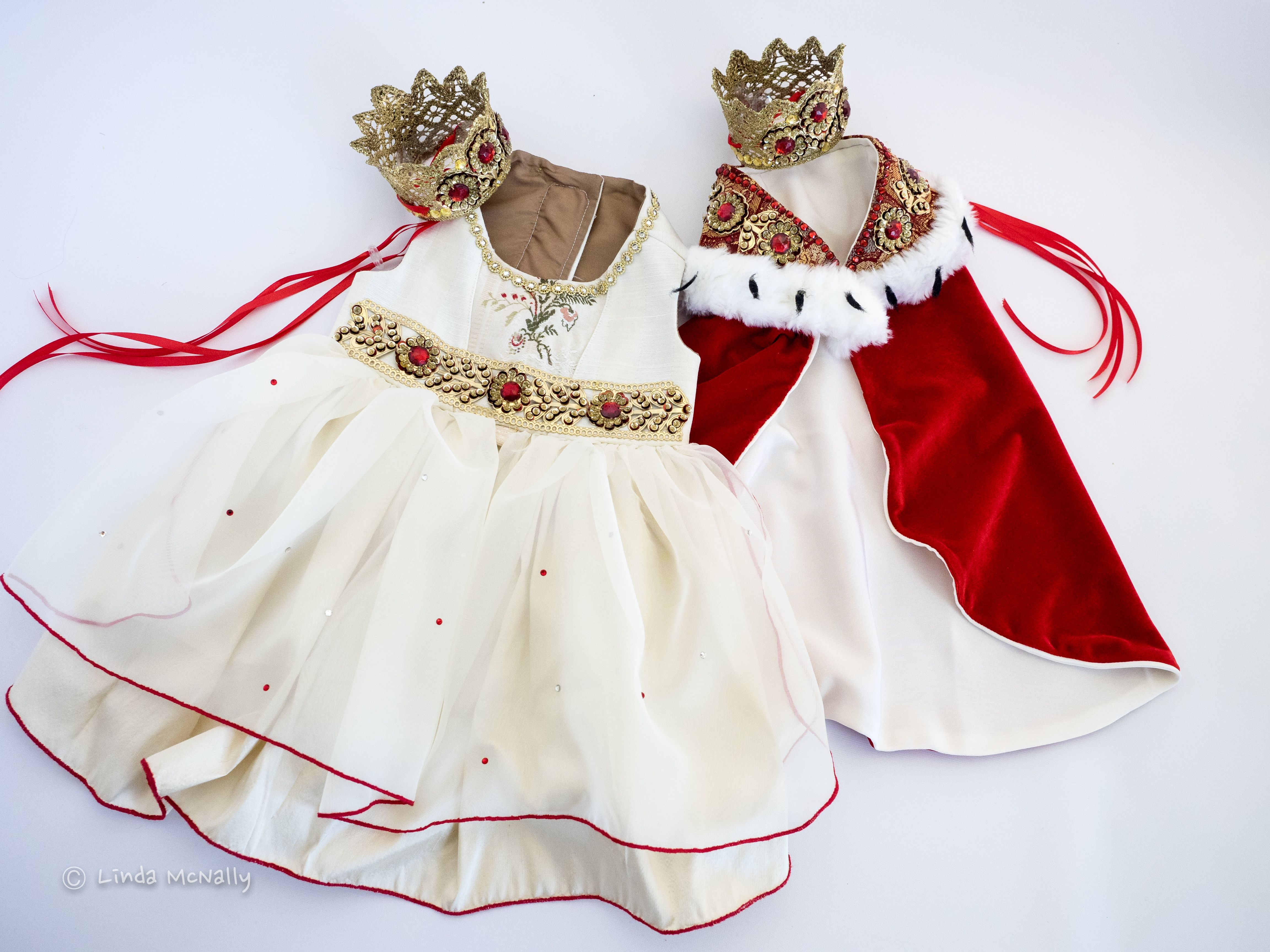 A Royal Affair. Costumes for your pet King and Queen