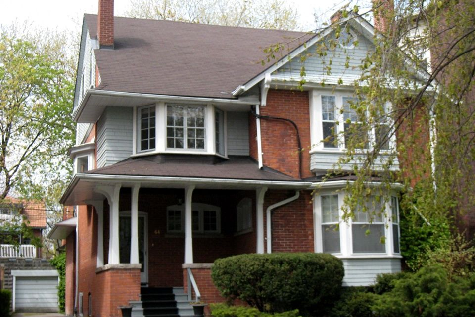 Victorian Style House In Toronto Annex Belonging To Rachel Mcadams Victorian Homes Celebrity Houses Home