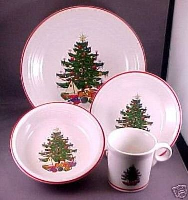 Fiesta® Dinnerware American Christmas Tree Placesetting includes