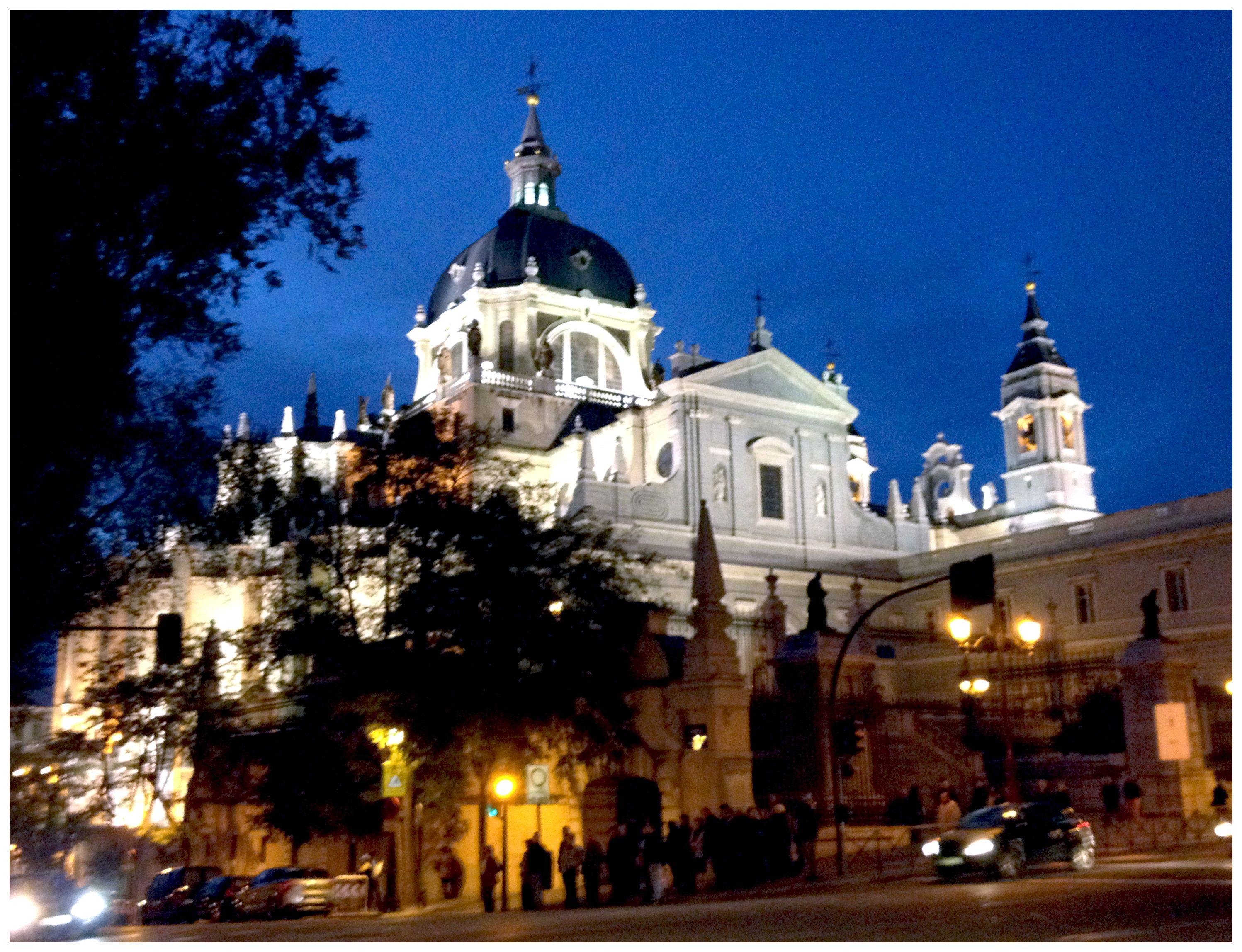Vista Santa Iglesia Catedral De La Almudena Calle Bailén 10 Iglesia Catedral Santa Iglesia Catedral