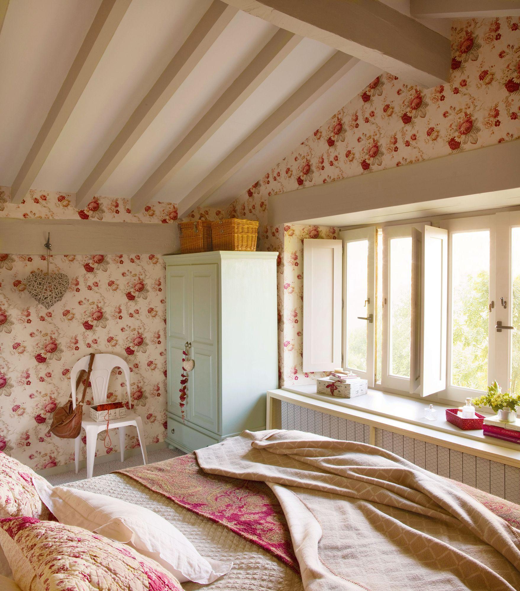 00332904 Dormitorio Campestre Con Gran Ventanal A Pie De Cama