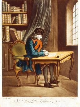 Voltaire à sa table de travail