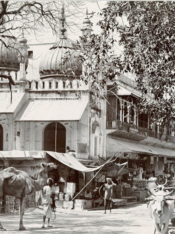 1880 - A mosque and street scene at Delhi in North India. From the 12th century onward, India was one of the most important tra… | North india, Street scenes, India