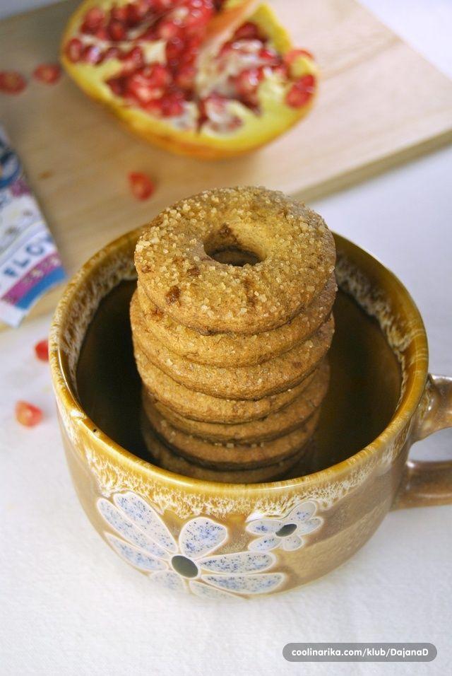 Jednostavni keksići u kojima uživam uz jutarnju kavu i popodnevni čaj. Jedina posebnost im je okus koji im daruje heljdino brašno. Secer zameniti stevijom.