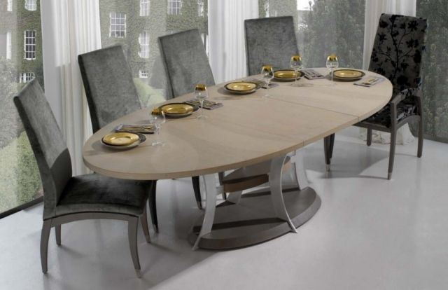 Table à manger ovale en chêne et pied métal Dilla Zenna salle à